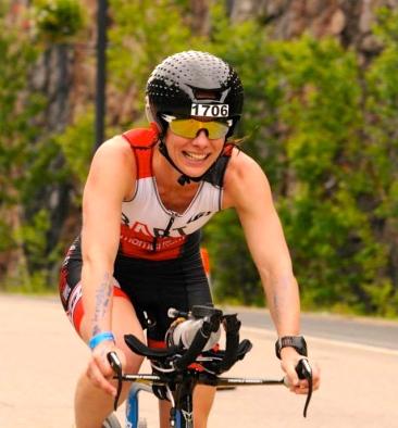 Anne, premier 70.3 en 5h19 malgré une chute à vélo dans Duplessis !! 6e de sa catégorie, ça commence bien :)